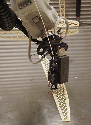 The robotic printer can print accurately large structures.